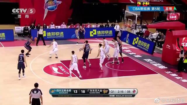 布鲁克斯34分8篮板 广东击败四川豪取四连胜