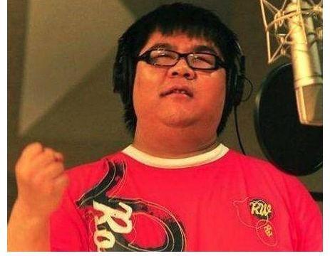 他是唯一靠唱歌走红的盲人,成名后不断膨胀,如今现状令人唏嘘