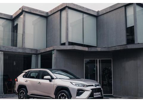 丰田又成功了,新车上市即热销,油耗低至5L,适合居家过日子