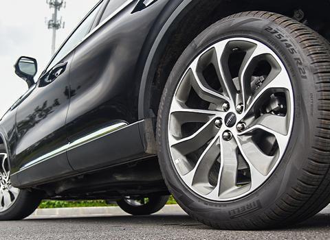 动辄355Ps的V6动力,30向座椅+5层隔音,这车比X5豪华却廉价19万