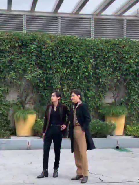 神仙互动!@张若昀 和@白宇WHITE 在活动现场偶遇……