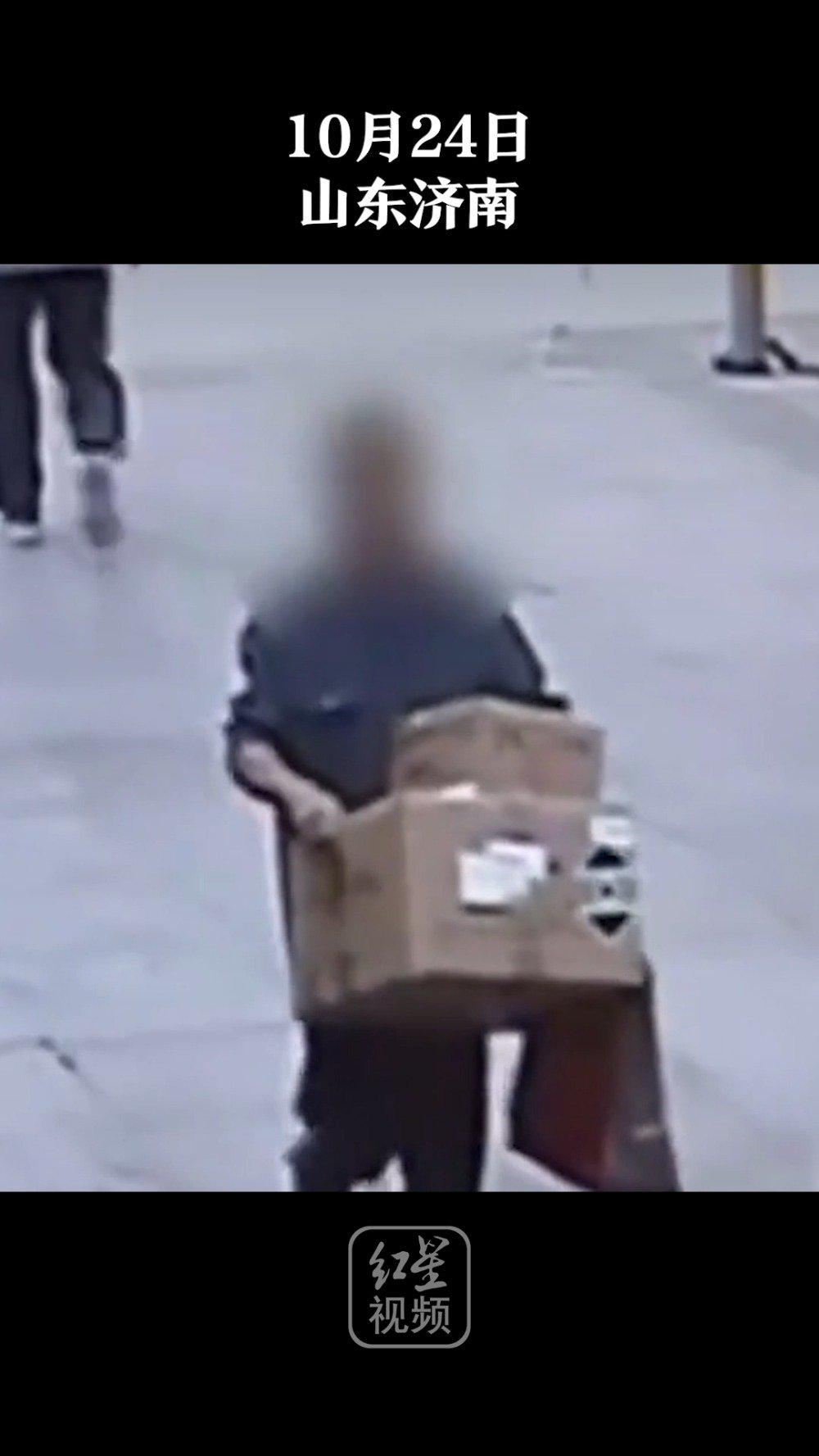 济南一男子偷两箱口罩后扔掉口罩卖包装箱……