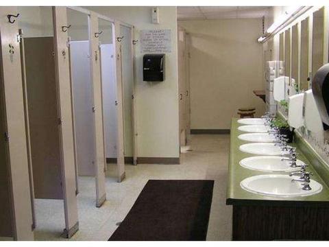 淄川SM城市广场因为女厕设男童便池上了热搜,到底应不应该设?