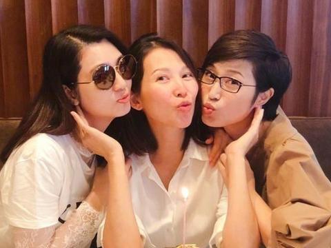 45岁以上的女人还是美的?蔡少芬洪欣陈法蓉的微笑意味着不同的