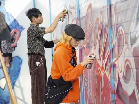 城市的那片墙---读者文化园