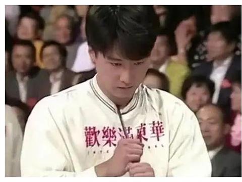 天王辛酸成名史:刘德华胸口碎大石,梁朝伟用牙拉车,他更反人类