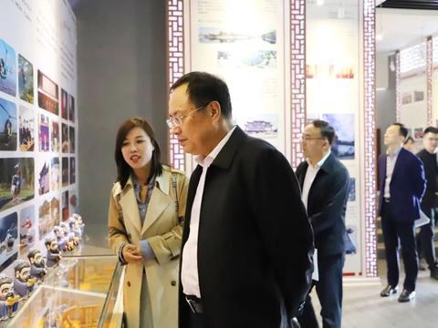 10月21日,山东省委宣传部副部长钟华莅临曲阜儒家研学基地考察