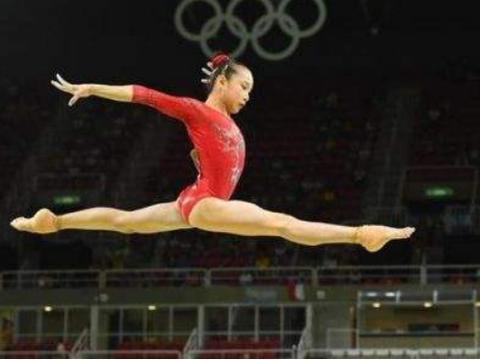 从奥运冠军到女明星,41岁刘璇拼二胎,孕晚期带大肚倒立劈叉