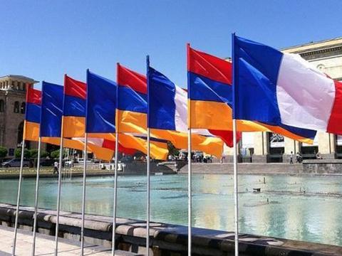 法国总统力挺亚美尼亚:不是单纯国与国战争,是国际武装分子战斗