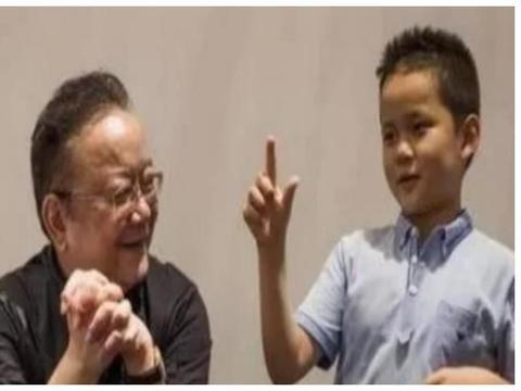 """71岁王刚为家庭""""操碎心"""",儿子小他60岁,娇妻每月花费近百万"""