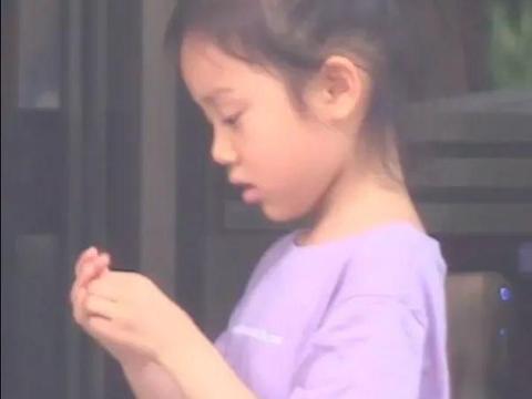 贾乃亮带甜馨跟父母吃饭,贾妈妈表情引泪目,李小璐已拿到抚养权