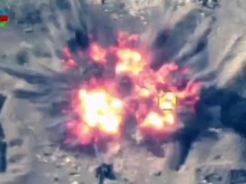 """亚阿战场上的""""神迹"""":火箭弹贯穿军车发动机,将车头钉在地面上"""