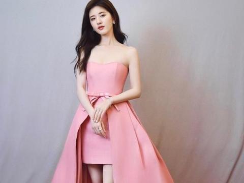 赵露思终于营业!一袭粉色公主裙秀出蜂腰美腿,78斤真不是盖的