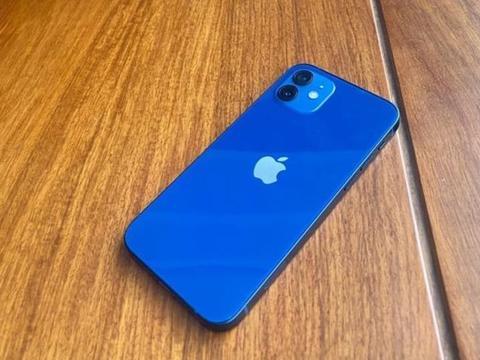 iPhone12:4G内存,千元机水准,6299元,相当抢手