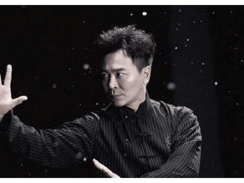 出生在张家口的吴樾,拥有着中戏的学历,是一个优秀的武打巨星