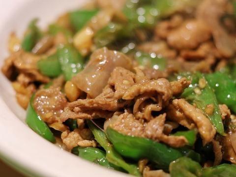 做辣椒炒肉,大厨传授4个烹饪技巧,炒好的肉鲜嫩入味,不老不柴