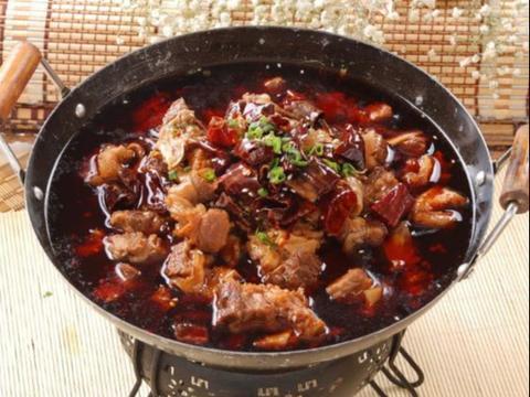 风味美食:香辣牛肉锅,糖醋猪蹄,马哈鱼炖肉