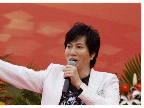他凭借一首歌走红,曾与费玉清并称为双雄;52岁因病不幸离世