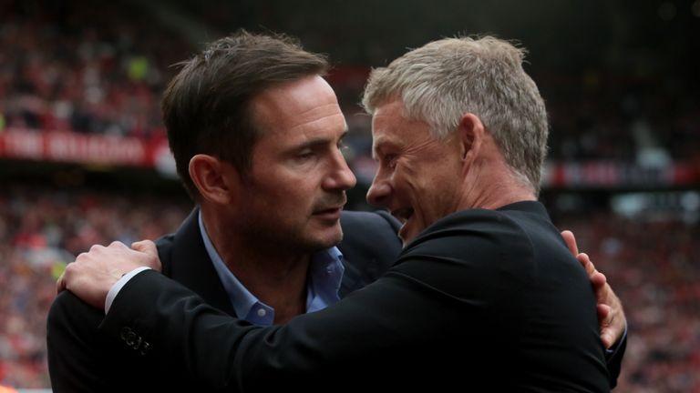 英超官方解释曼联队长锁喉没判点球,错误不明显!马奎尔发图反击