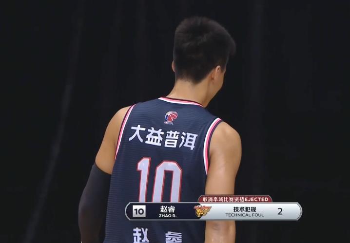 广东男篮遭遇重创!赵睿47秒连吃2个技犯被罚下,发生了什么?