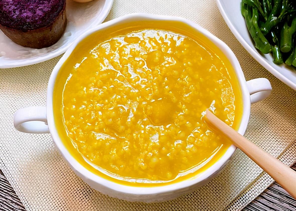 小米粥不黏稠、米油少?不要直接下锅煮,做好4步,比粥铺的好喝