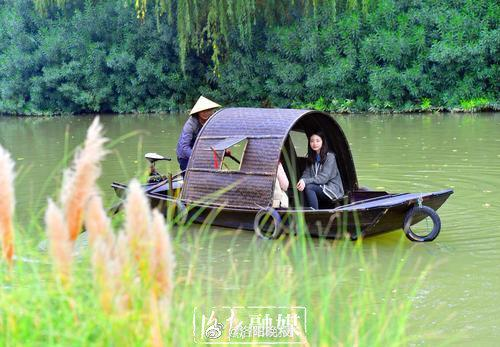 美!乌篷船成隋唐城遗址植物园一道新景