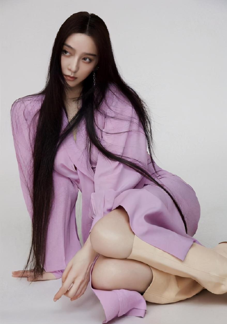 当高贵紫色穿在范冰冰身上,出境时小腹平坦,私服穿搭小肚腩抢镜