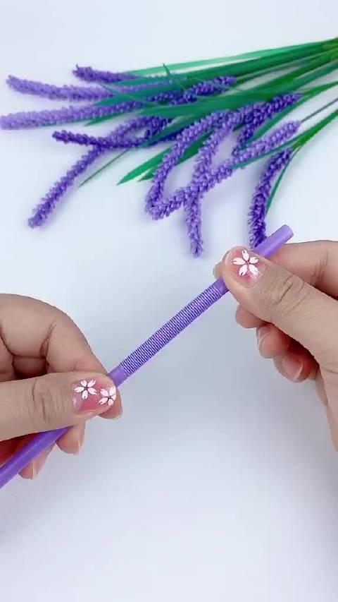 把塑料吸管改造成紫盈盈的薰衣草……