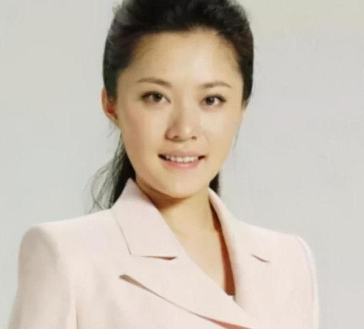 她央视美女名嘴主持,康辉曾是她搭档,现仍单身一人