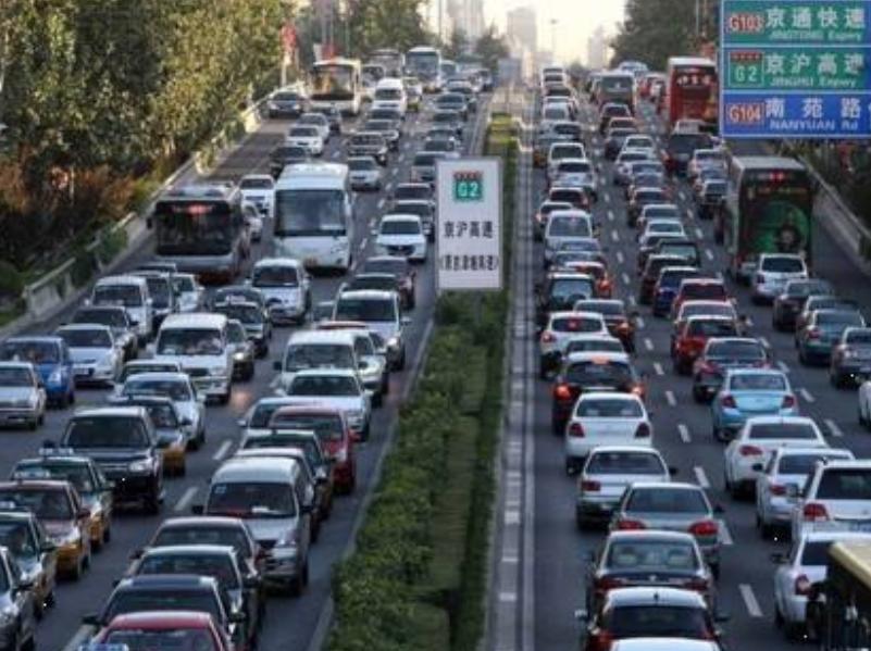我国繁忙的高速公路,平时日车流量超40万辆次,年收入超30亿元