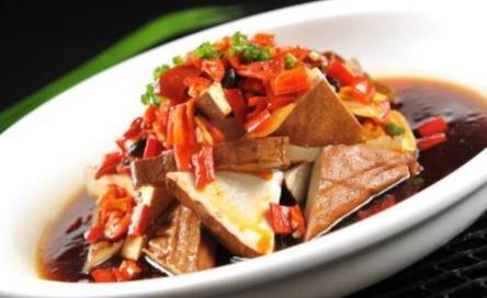 家常美食,双色剁椒蒸豆干,腊肉炒老芋头,卤汁面筋