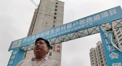 近,济宁的一个老板拖欠工资,民工们对……很生气