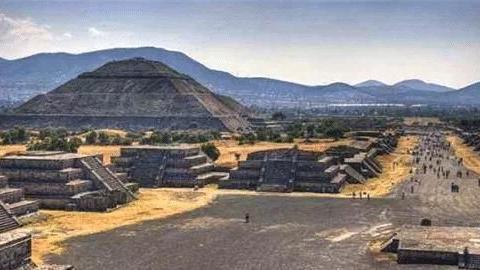 金字塔内挖出16具中国人骸骨,身份确认后,中国专家当场湿了眼眶