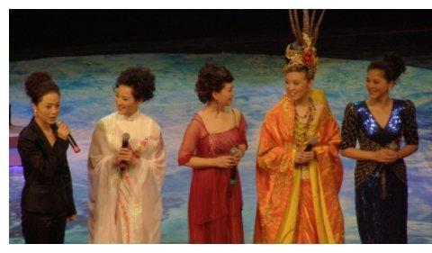 她是黄梅戏名家,曾当过歌手,老公小她15岁,演过《宰相刘罗锅》
