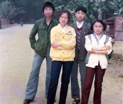 """刘强东年轻时的照片,看得叫人""""心酸"""",这才是""""白手起家"""""""