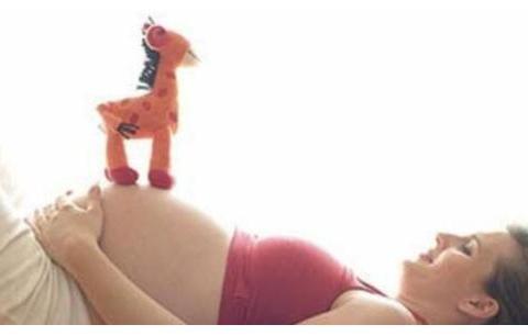 """胎儿在肚子里""""一拱一拱的""""是在做什么?孕周不同,胎动也有差别"""