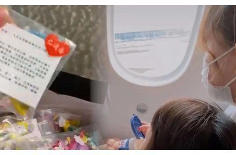 妈妈带1岁女儿登机,一个举动引全网点赞:骨子里的教养骗不了人