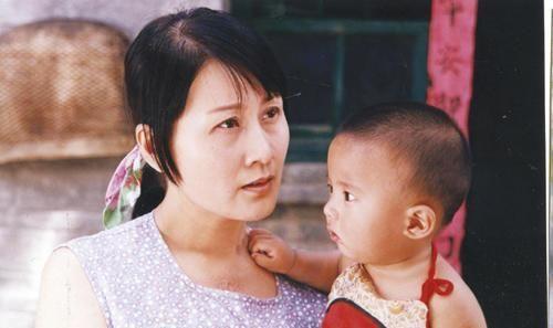 """""""国民婆婆""""张凯丽,34岁嫁地产大亨,如今过得怎样了?"""