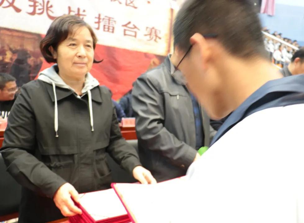 忻州一中北校区隆重举行月考暨班级挑战赛阶段性成果表彰大会