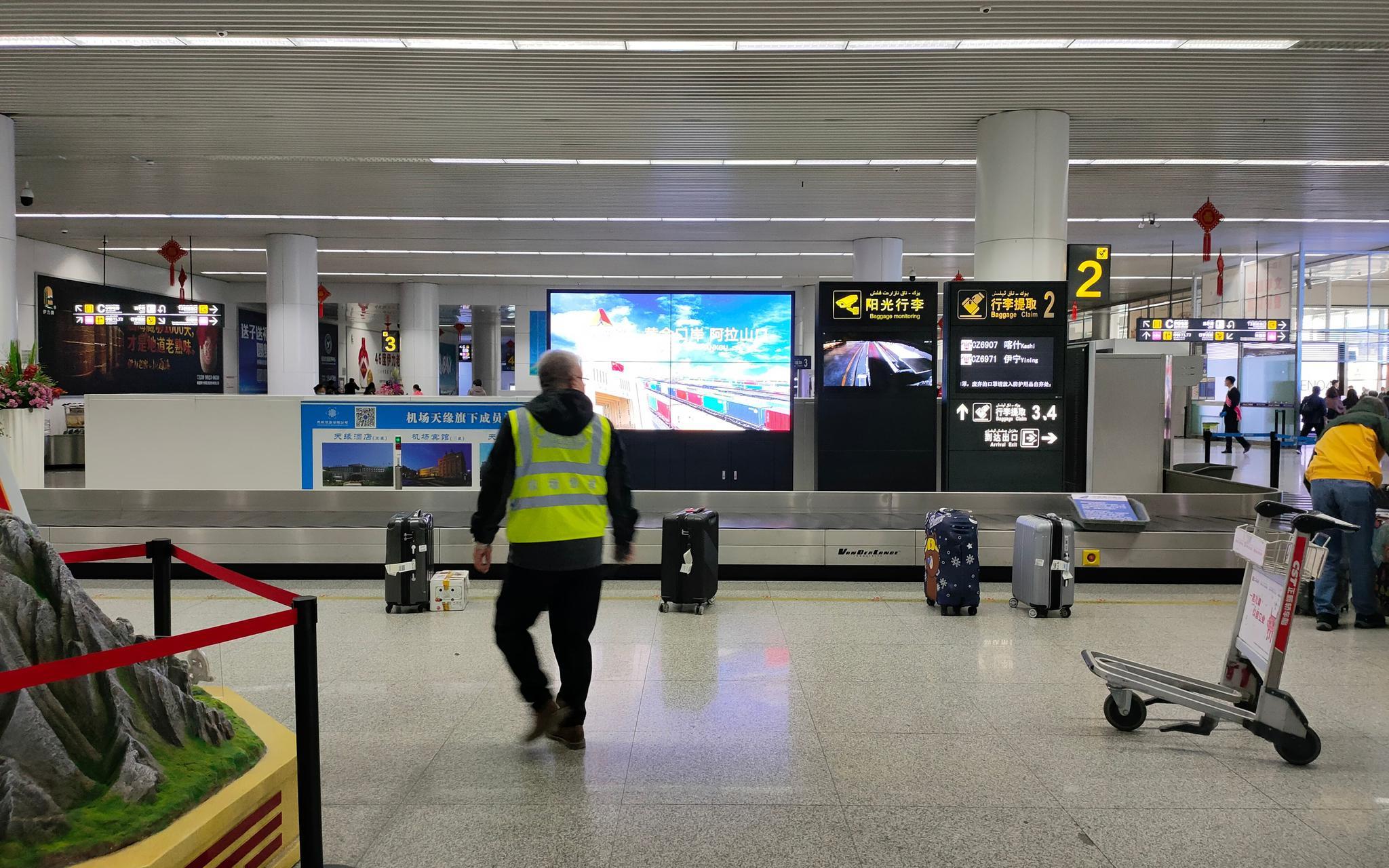 26日,吴先生从喀什乘飞机抵达乌鲁木齐并进行转机。受访者供图