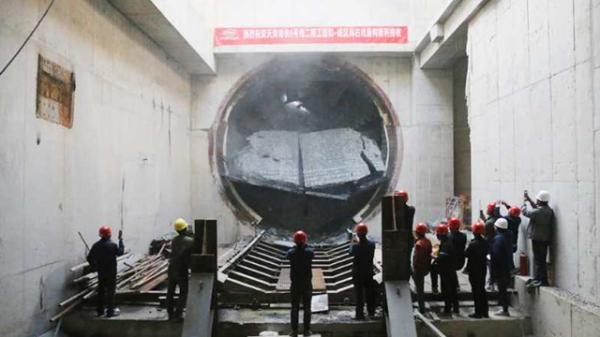 【图片新闻·正角度】天津地铁六号线二期工程和慧南路站至咸水沽西站区间右线顺利贯通