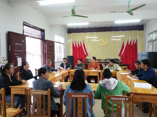 忻城县机关事务管理局开展走访贫困村扶贫日活动