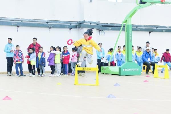 观山湖区中小学生田径比赛举行