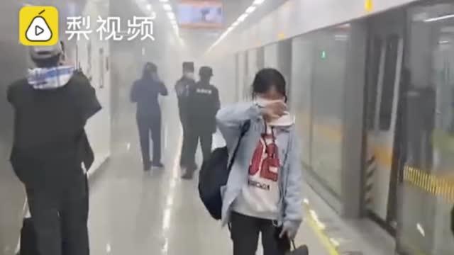 官方通报昆明一地铁站烟雾弥漫:配电柜起火引起