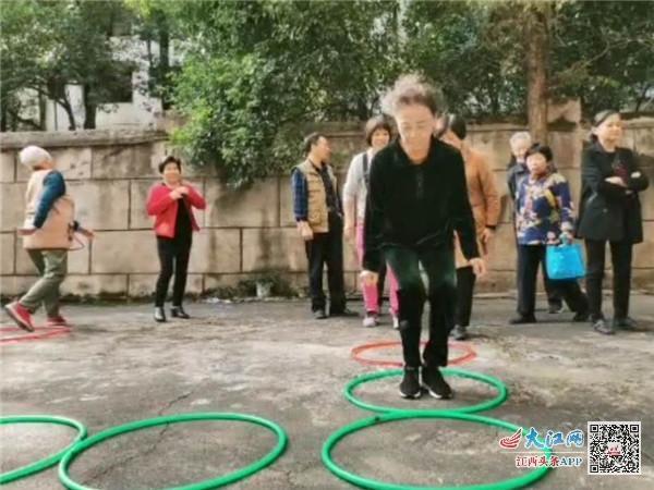 新余市长青小学开展退休教师重阳节活动(图)