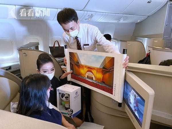 """""""水门仪式""""欢迎""""进博号""""!你好,上海!图片"""