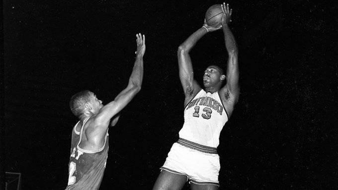 58年前的今天:张伯伦对阵活塞爆砍50分41篮板