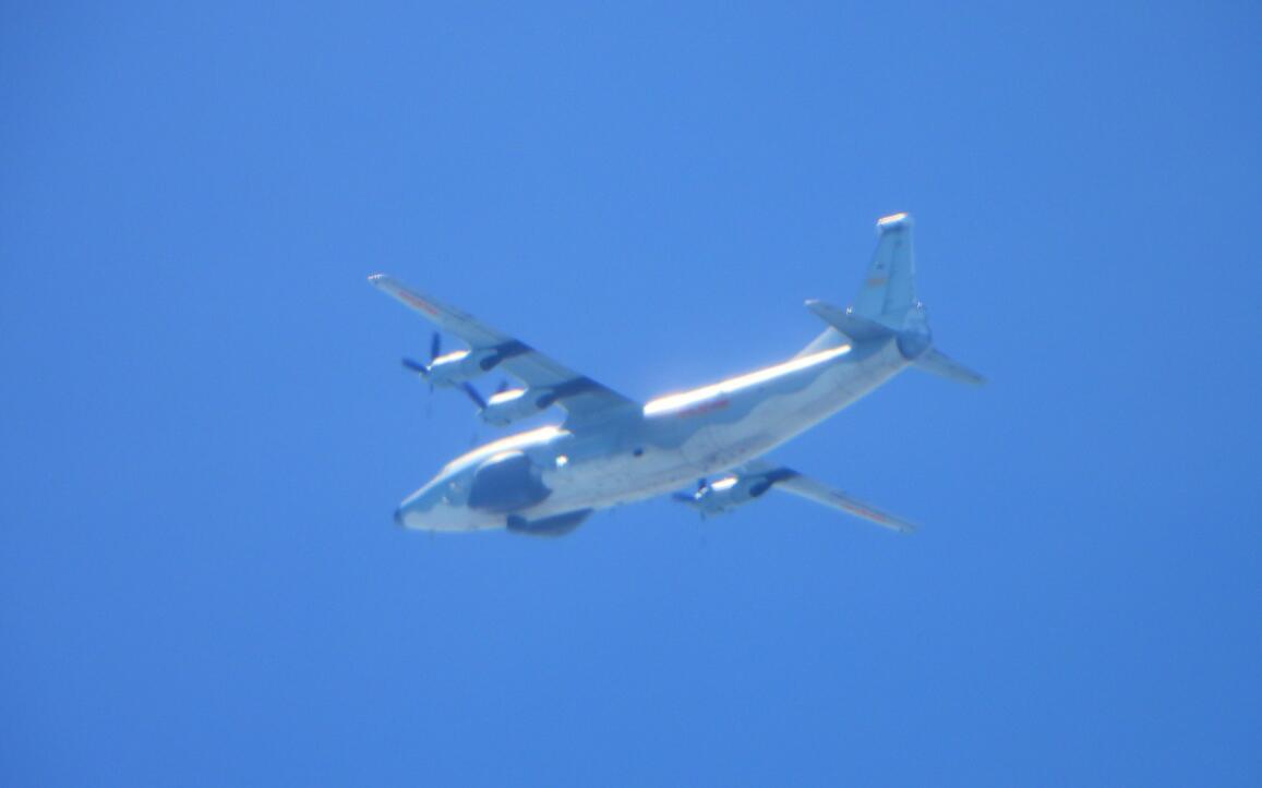 台军:解放军一架运-8特种机进入台湾西南空域图片