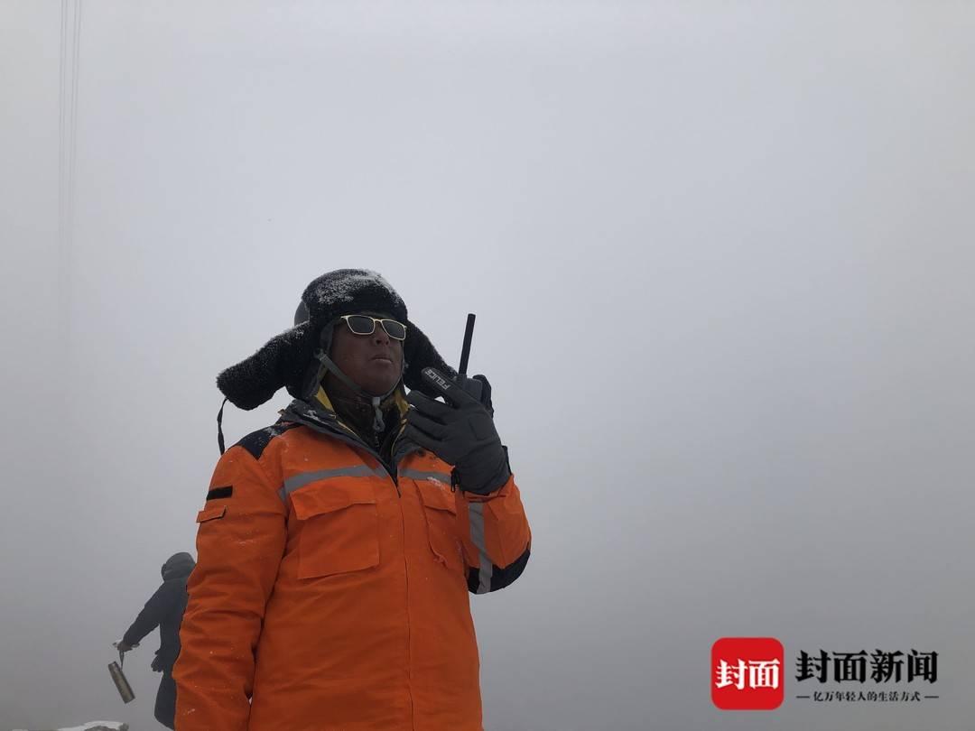 攀上4000多米海拔折多山顶抢险百余日 成功解决隐患确保120万人用电