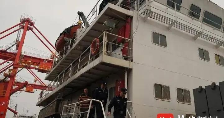 夜色掩护,江中行船通过卫生间偷排含油污水